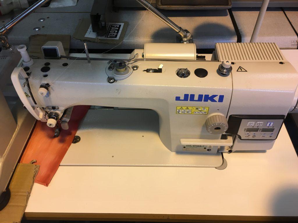 Juki 8700 simatűző varrógép
