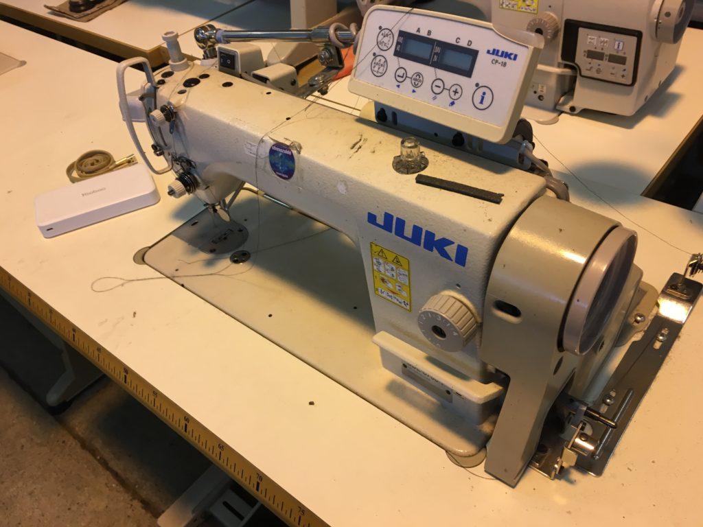 JUKI 8700 gyorsvarró simatűző varrógép